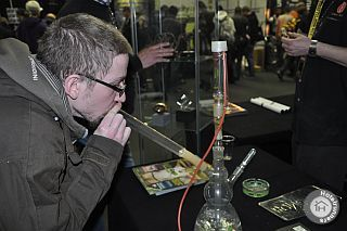 Vaporizing at Cannabis Cup